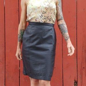 Vintage Black leather high waist pencil skirt 7-8